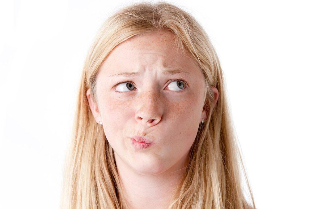 Cum convingem adolescenții să poarte aparatele dentare